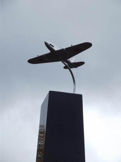 Открытие памятника героям Фото